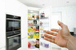 Tips Membersihkan Lemari Es Mudah yang Bisa Kamu Lakukan di Rumah