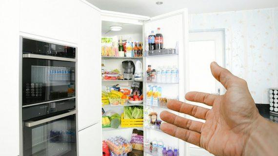 Tips Mudah Membersihkan Kulkas yang Bisa Kamu Lakukan di Rumah